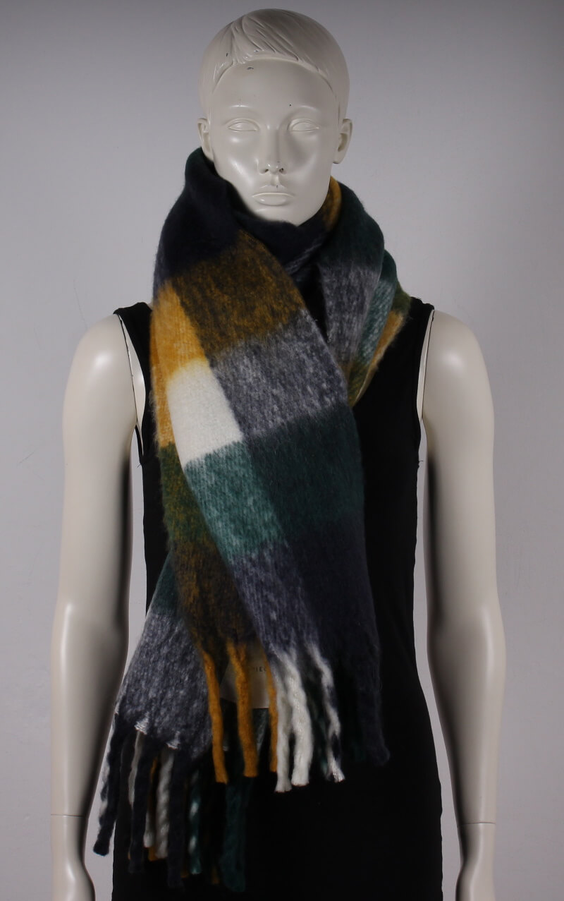 Pieces – Halia Long Scarf – Botanical Garden